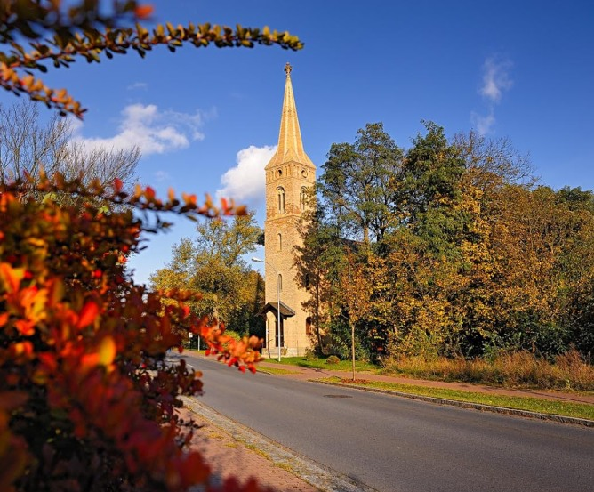 Borgsdorf Kirche Pinnow im Herbst © Frank Liebke