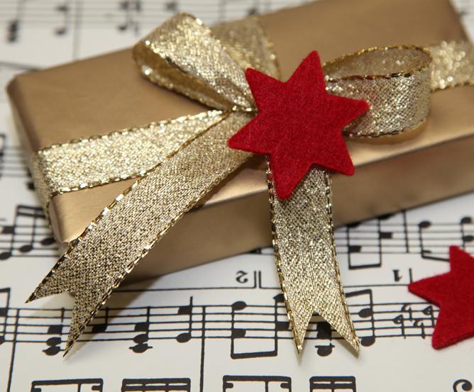 goldenes-weihnachtspaket © Fotolia.com