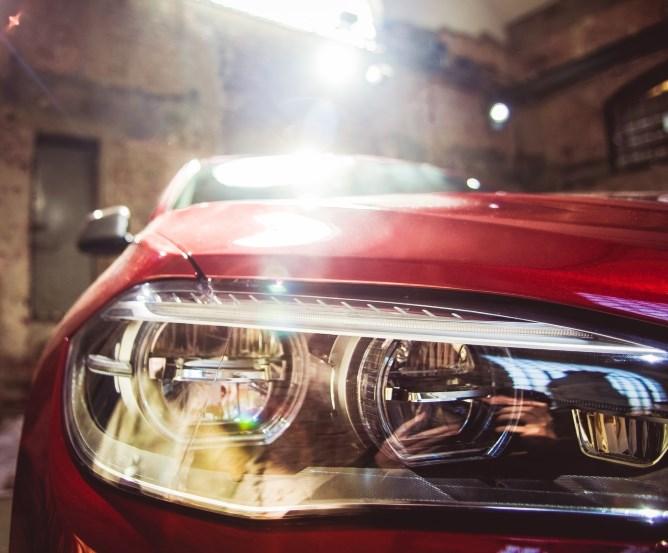 Hanfanbau mit Hilfe gestohlener Autoscheinwerfer