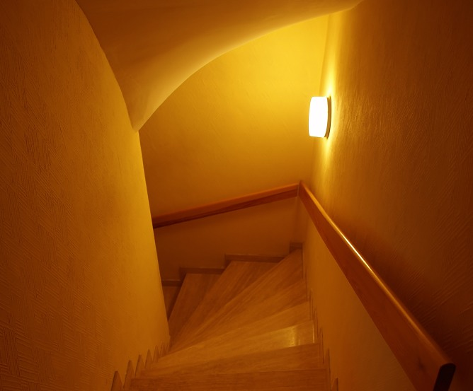 Kellertreppe - Im Dunkeln ist gut Stolpern
