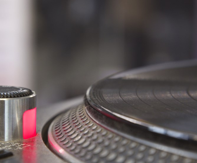 Langspielplatte auf einem Technics MK2