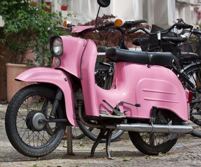 Schwarz Weiß Sind Für Mopeds Die Farben Der Saison