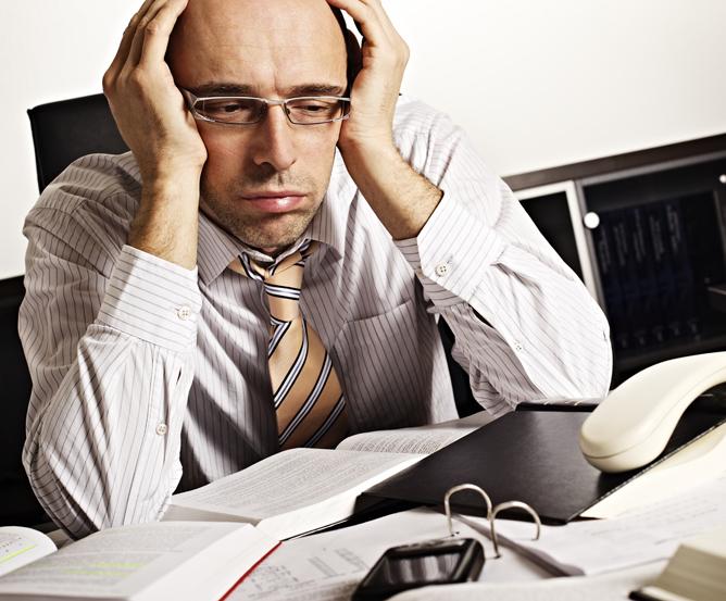 Andauernde Mehrarbeit und Überstunden im Büro © Fotolia.com